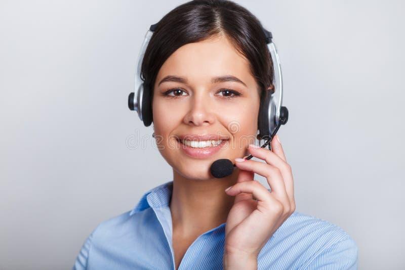 用户支持耳机的电话操作员,有口号或正文消息的空白的copyspace区域的,在灰色背景 库存照片