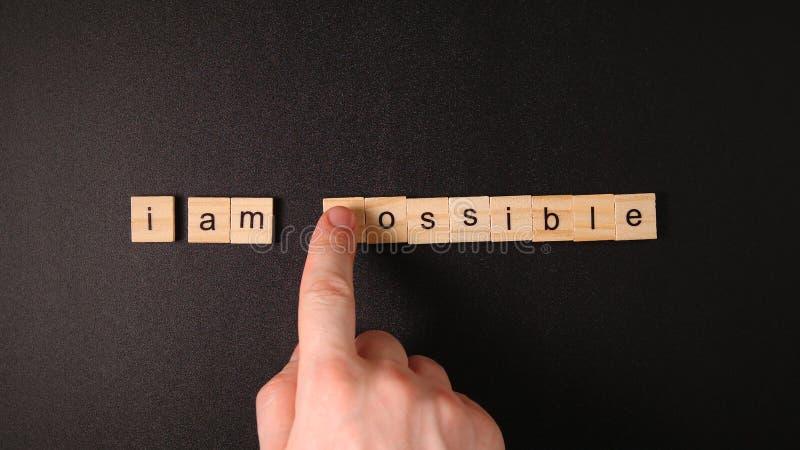 用手改变词`不可能的`到`我` m可能的` 库存图片