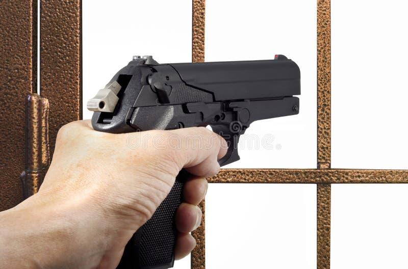 用手枪武装的窃贼 免版税库存照片