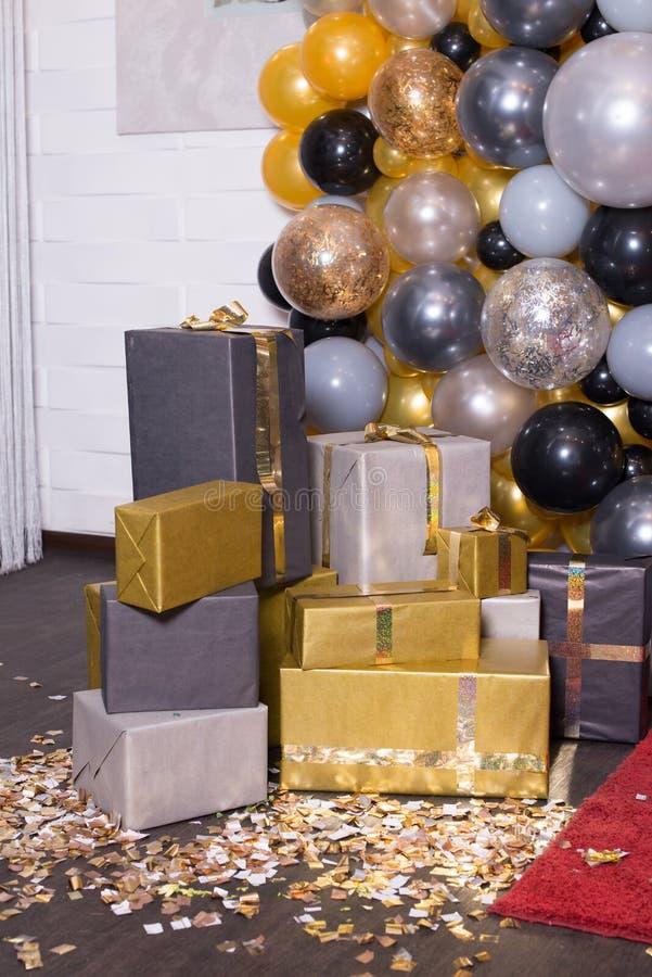 用摄影的五颜六色的气球装饰装饰 Photozone 免版税库存照片