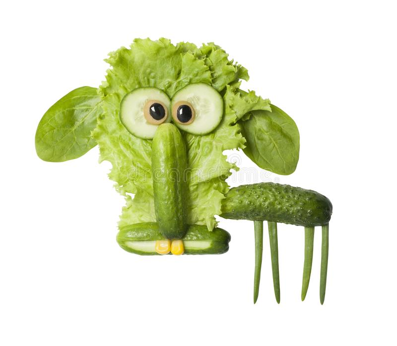 用新鲜的绿色菜做的滑稽的绵羊 免版税库存图片