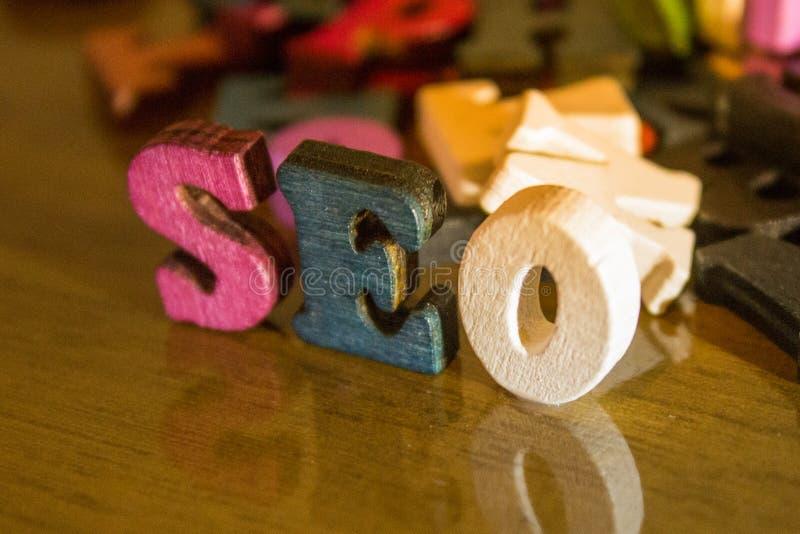 用木信件建立的SEO词 免版税图库摄影