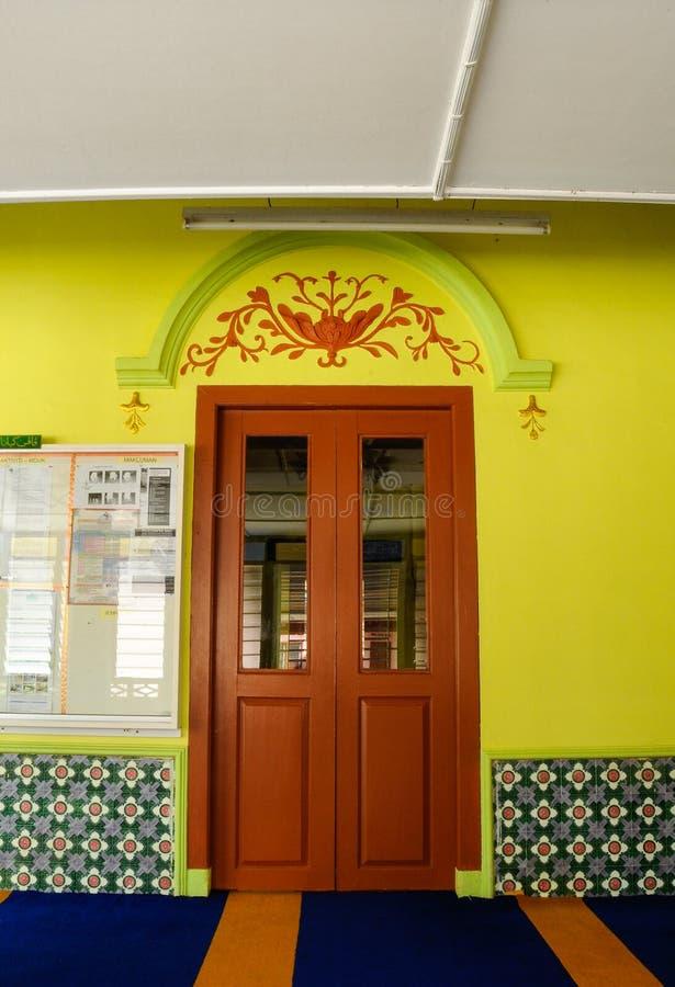 用木材建造Masjid Kariah Dato Undang Kamat, Johol,森美兰的门 库存照片