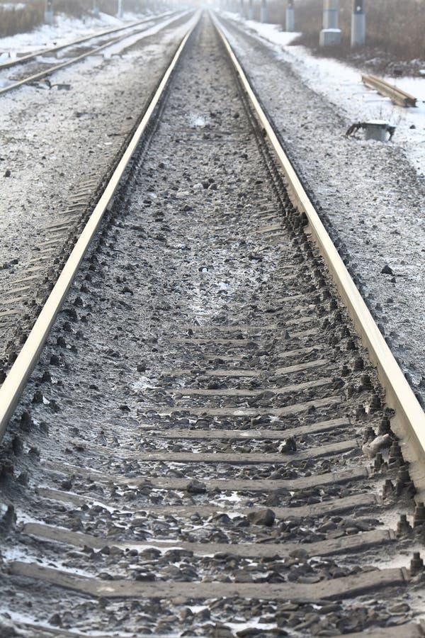 用栏杆围铁轨冬时 免版税图库摄影