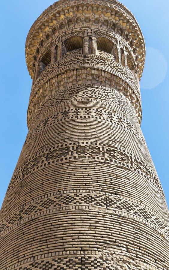 用样式装饰的伟大的尖塔由砖做成,布哈拉,乌兹别克斯坦 库存照片
