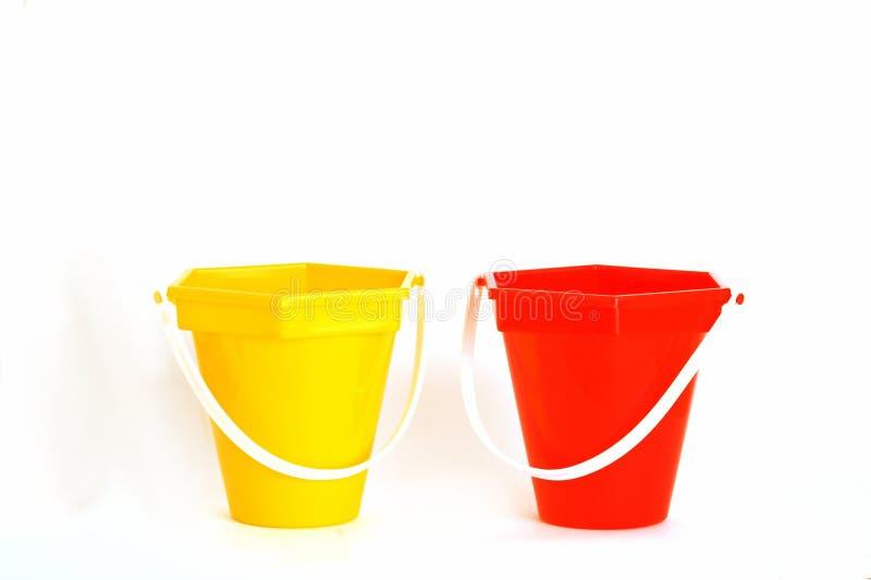 用桶提红色黄色 免版税库存照片