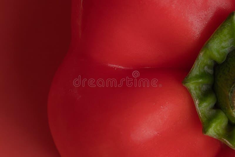 用水下落盖的新鲜的保加利亚辣椒粉胡椒宏观特写镜头  库存图片