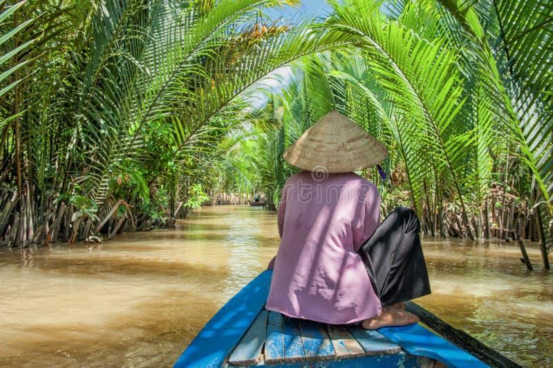 用浆划在湄公河三角洲 免版税图库摄影