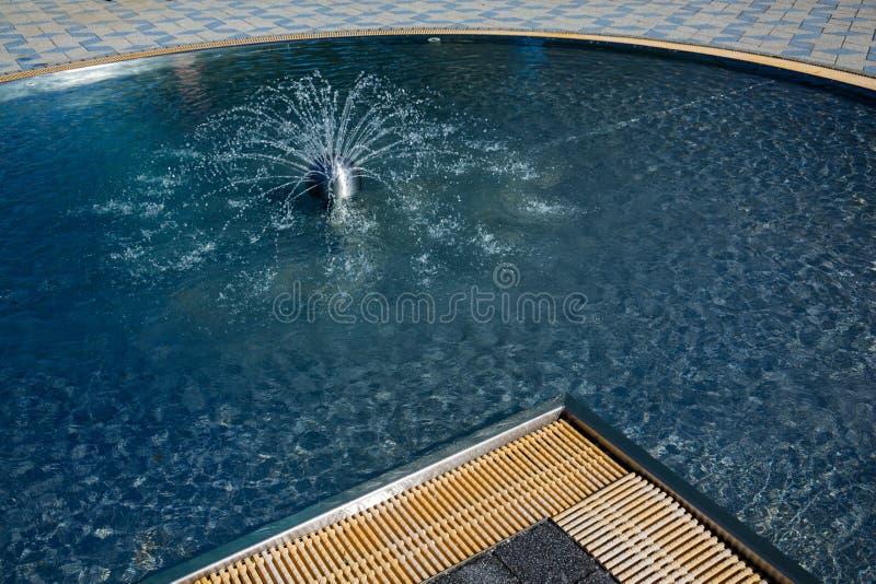 用浆划的水池 库存照片