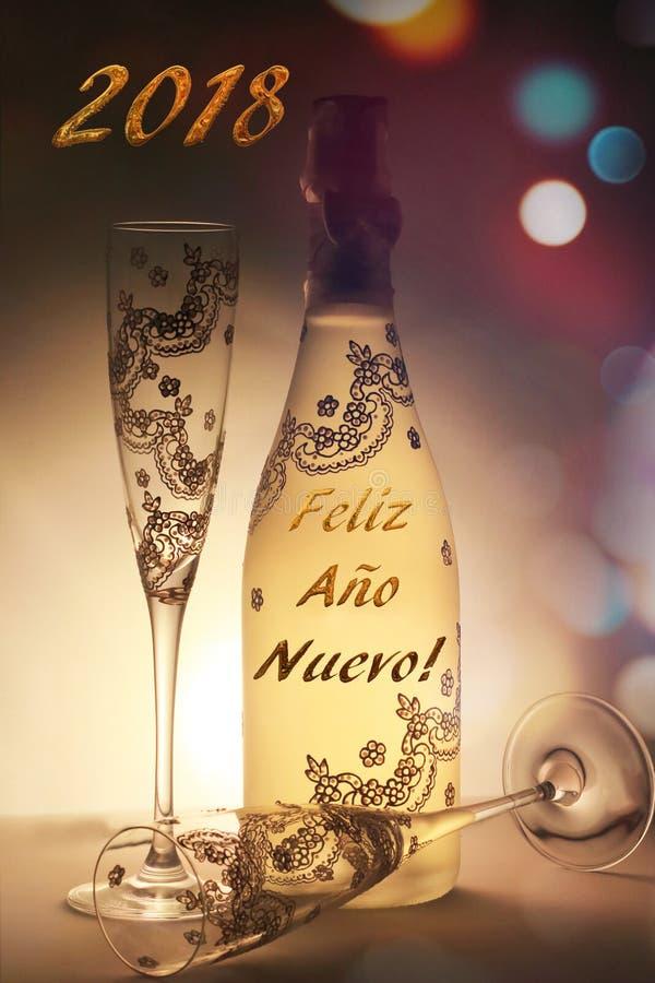 用消息和杯子非常恰好装饰的香宾瓶新年快乐 库存图片