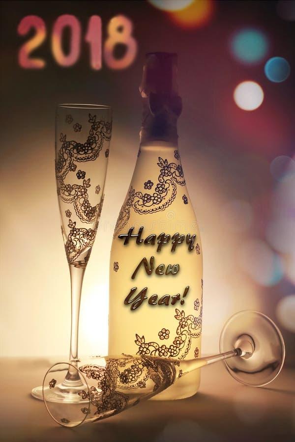 用消息和杯子非常恰好装饰的香宾瓶新年快乐 库存照片