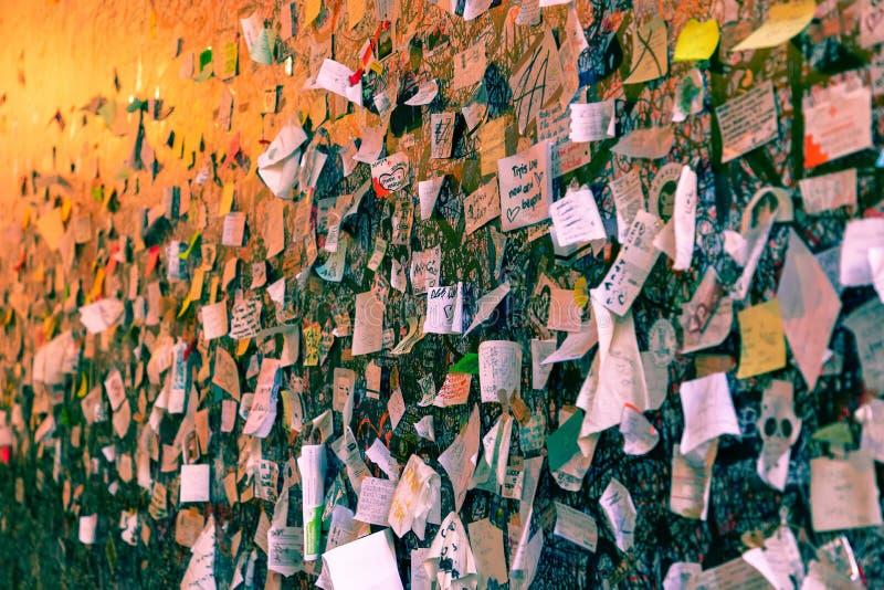 用爱消息盖的一部分的墙壁在朱丽叶房子Casa di Giulietta 意大利维罗纳 免版税库存图片