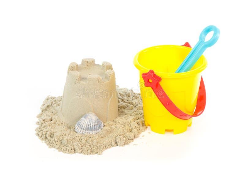 用玩具桶修造的沙子城堡 图库摄影