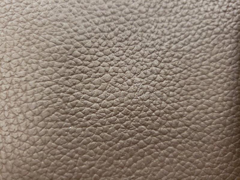 用皮革包盖在棕色颜色、背景和纹理的表面的方法 库存图片