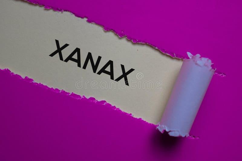 用破纸书写的Xanax文本 医学概念 免版税库存图片