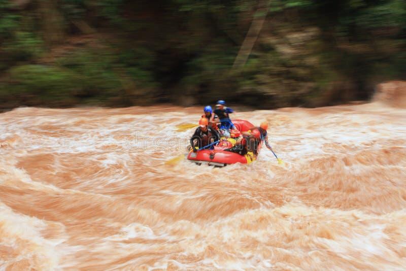 用筏子运送水 免版税图库摄影