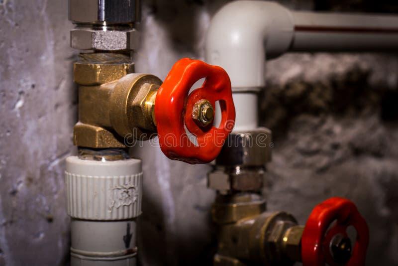 用管道输送与轻拍,中央系统暖气系统 库存图片