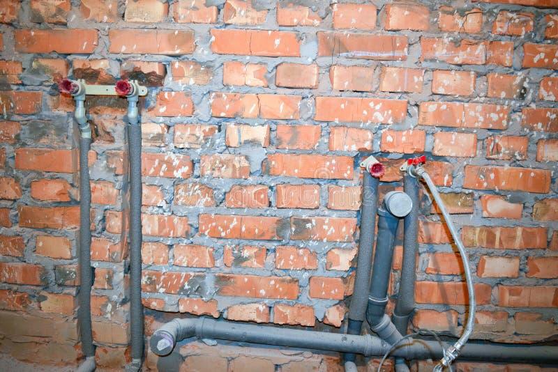 用管道输送在卫生间里 免版税库存照片