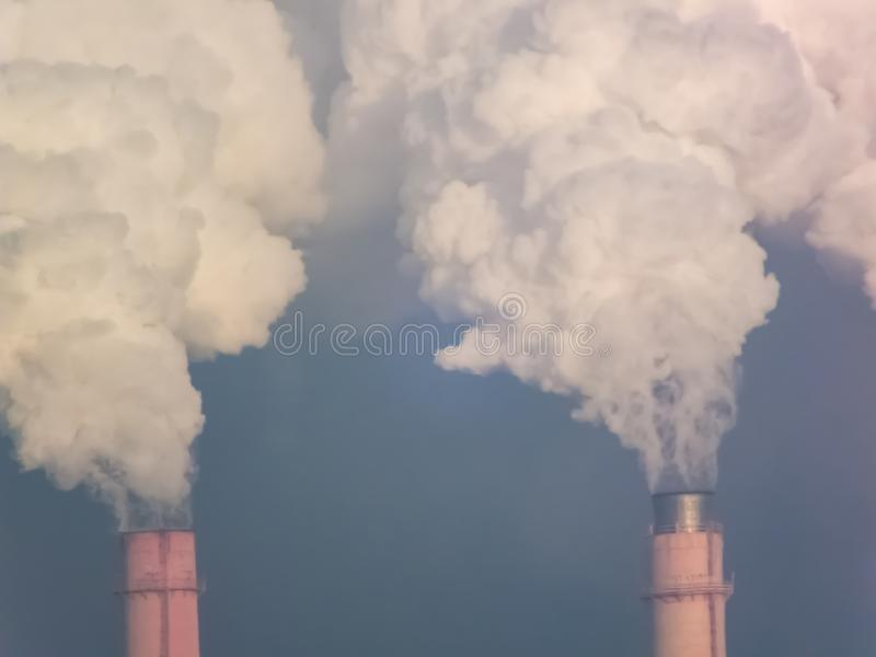 用管道输送烟,执行有害的放射 图库摄影