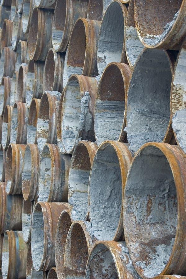 用管道输送生锈的钢 免版税库存照片