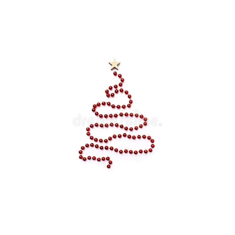 用红色圣诞装饰做的抽象圣诞树 免版税库存照片