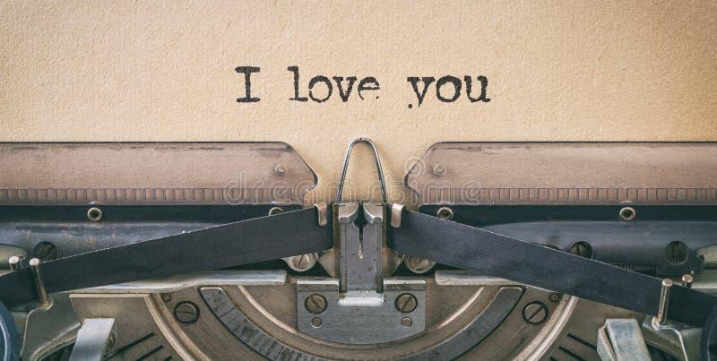 用老式打字机写的短信,我爱你 库存图片
