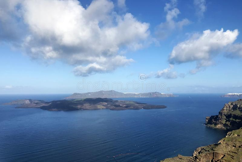用花和山的盖的美丽的景色海、游艇 库存图片