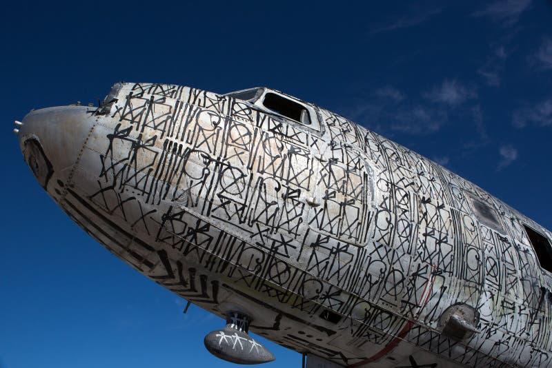 用街道画装饰的飞机 免版税库存照片