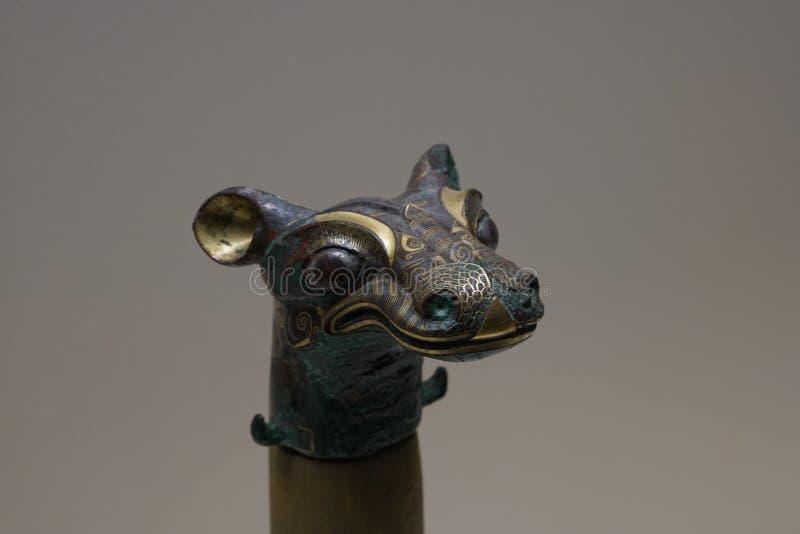 用金子和银镶嵌的Horsehead型古铜色运输车装饰品 图库摄影