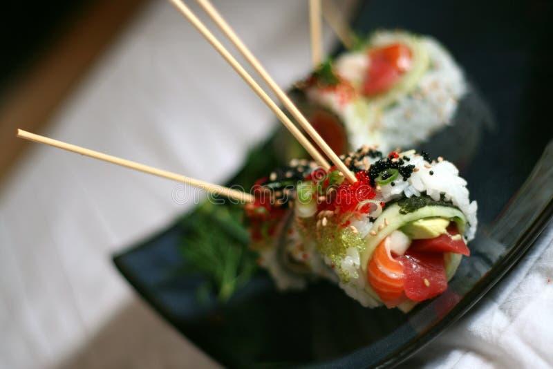 用针串起的寿司盘 免版税图库摄影