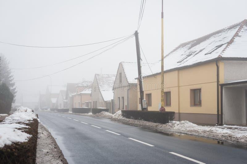 用雪包括的安静的村庄 图库摄影