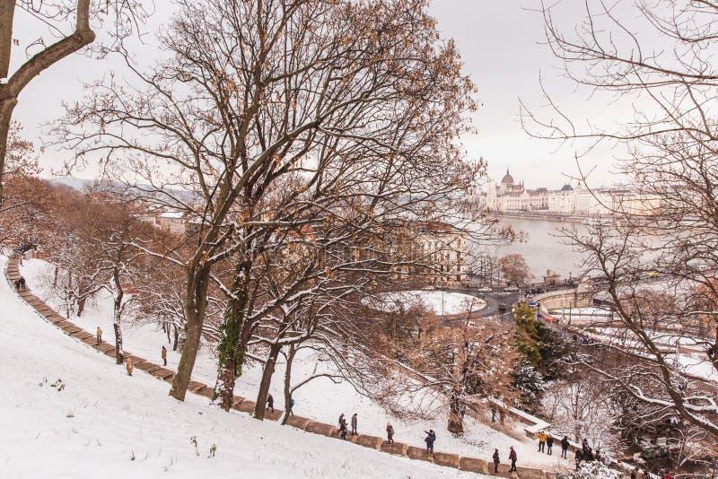 用雪盖的城堡公园,布达城堡,布达佩斯,匈牙利 图库摄影