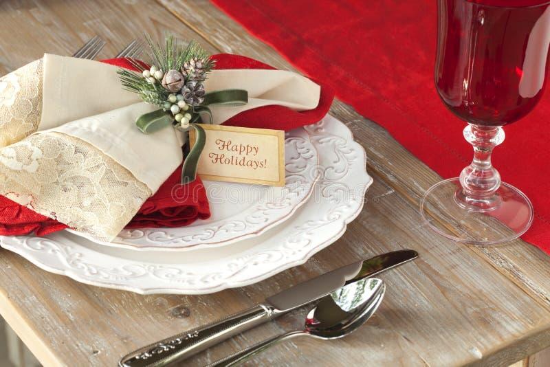 用餐在土气木桌上的典雅的圣诞节场面 图库摄影