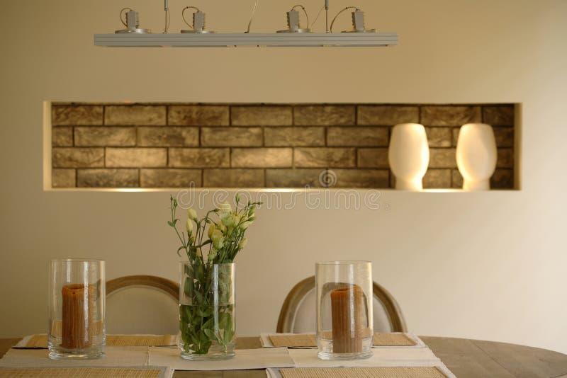 用餐现代空间的公寓 库存图片