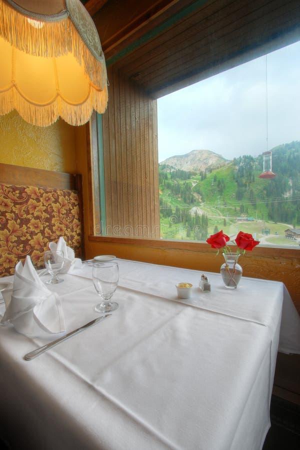 用餐细致的餐馆的摊 免版税库存图片