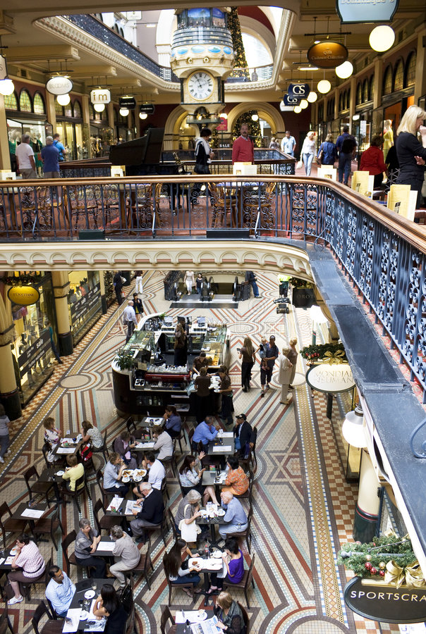 用餐购物的人群 免版税图库摄影