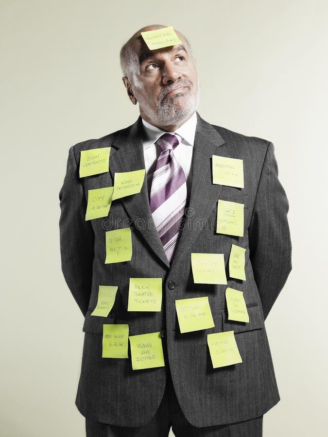 用黏着性笔记盖的商人 免版税库存照片