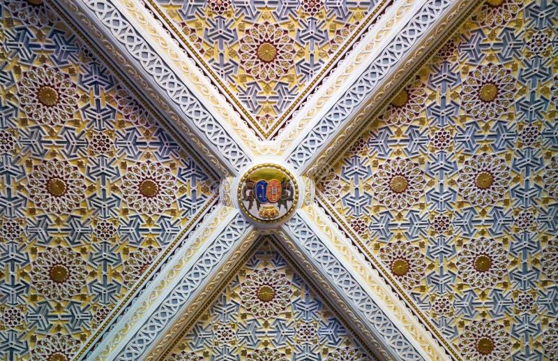 用azulejo瓦片装饰的天花板在女王/王后` s卧室 库存照片