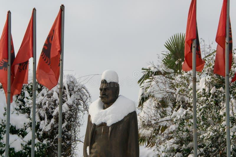 用Luigj Gurakuqi雪盖的雕象-阿尔巴尼亚作家和政客 图库摄影