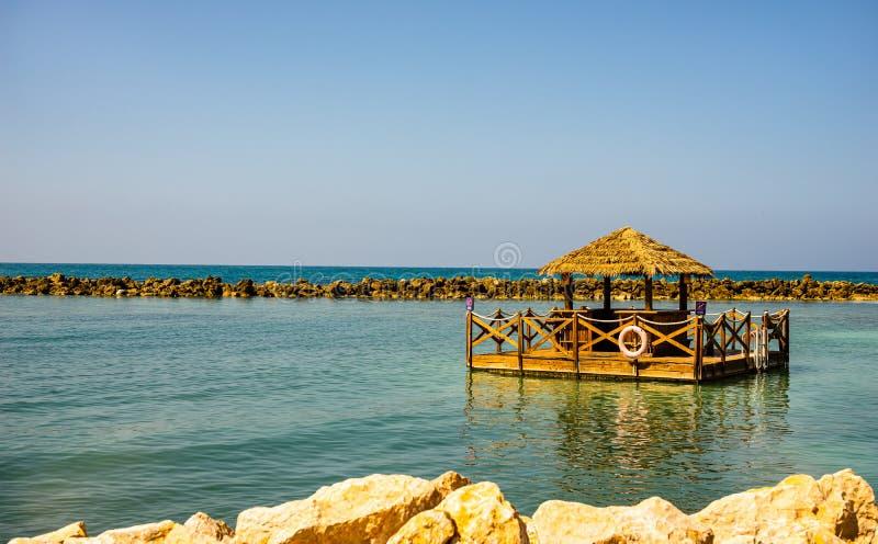田园诗海滩在拉巴蒂海岛,海地 异乎寻常的狂放的热带海滩用白色沙子和清楚的绿松石水 免版税图库摄影