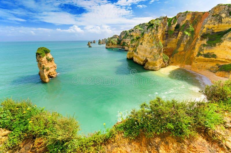 田园诗海滩风景在拉各斯, (葡萄牙) 免版税库存照片