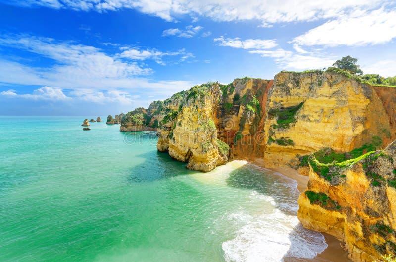 田园诗海滩风景在拉各斯, (葡萄牙) 库存图片