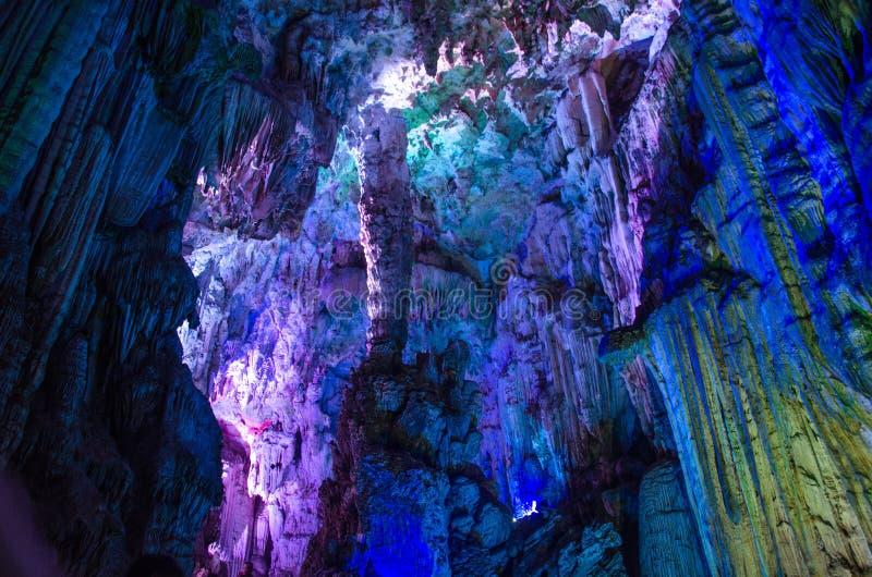 Download 由于中国银色洞穴在桂林市Guangx 库存照片. 图片 包括有 里面, 视图, 风景, 城市, 形状, 岩石 - 59110440