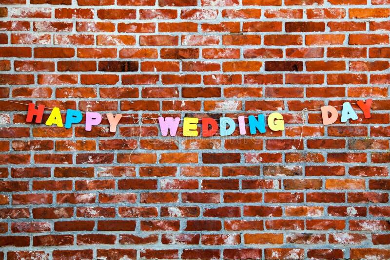 由信件的祝贺愉快的婚礼之日 免版税库存图片