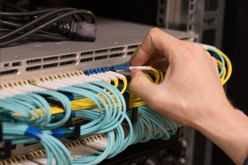 由光纤信息技术的数据传送 库存照片