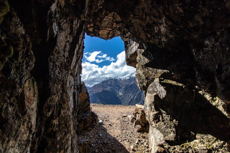 由印加人伙计的老银矿,安第斯山脉,秘鲁 免版税库存图片