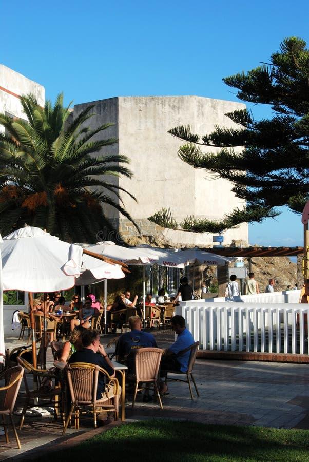 由城堡,塔里法角的咖啡馆 免版税库存照片