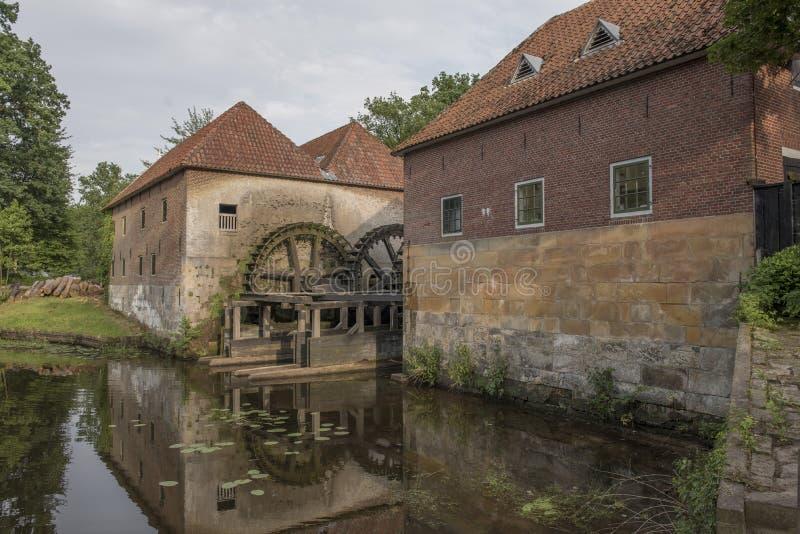 由城堡Singraven的Watermolen Denekamp 图库摄影