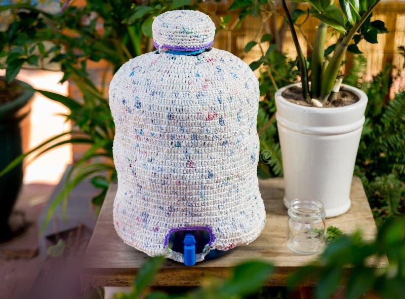 由塑料袋水做的盖子瓶 回收产品 r 库存图片