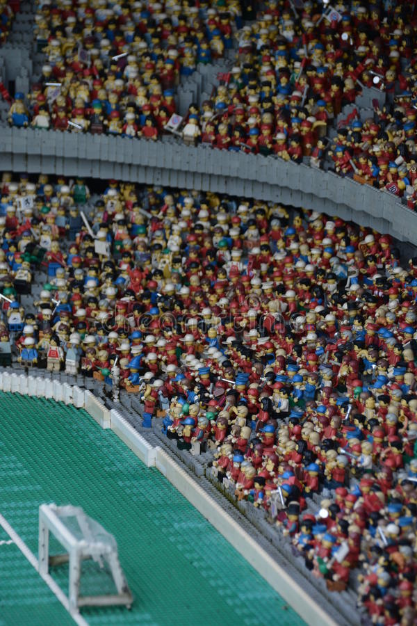 由塑料lego块做的橄榄球场 免版税库存图片